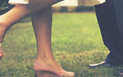 old-fashioned dating cople feet footwear